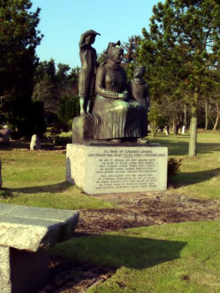 Das Denkmal an den Gedenksteinen für die verschollenen Seeleute