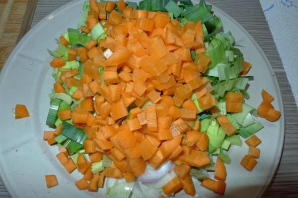 Klein geschnittenes Suppengrün