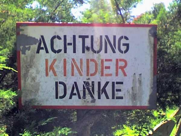 "Hinweis ""Achtung Kinder"""